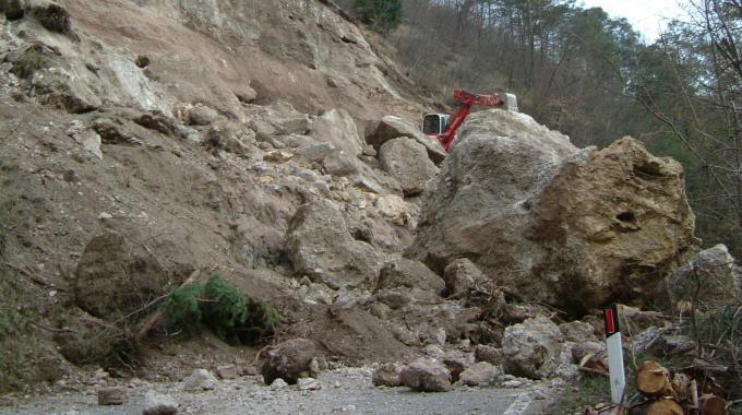 Sbancamento in roccia con uso di mine