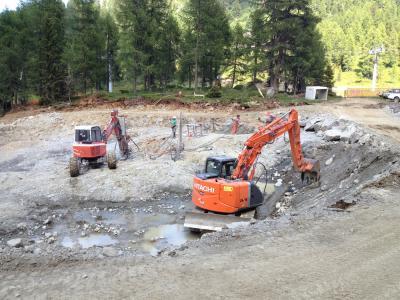 FUNIVIE-FOLGARIDA-MARILLEVA-preparazione-sito-e-sparo-mine-per-sbancamento-in-roccia-(2)
