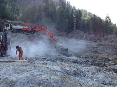 FUNIVIE-FOLGARIDA-MARILLEVA-preparazione-sito-e-sparo-mine-per-sbancamento-in-roccia-(1)